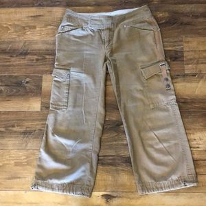 SALE 🍡The North Face Cargo Capris, Size 6